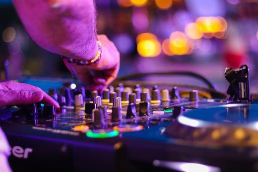 Servicio de DJ Disc-Jokey para fiestas